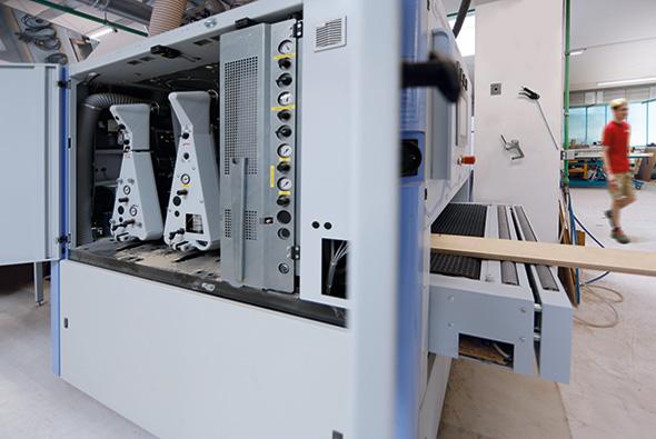 Breitband-Kreuzschliffmaschine CNC-gesteuert