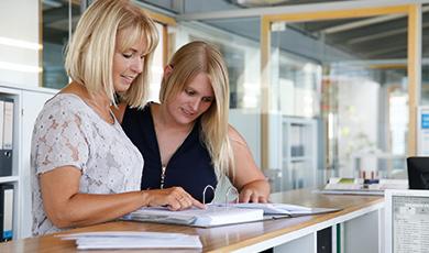 Ergonomisches Arbeiten - Steharbeitsplätze in jedem Büro.
