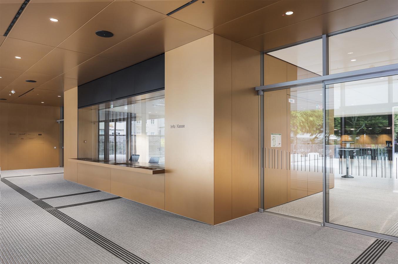 Tagungsbüro / Ticketverkauf: Oberfläche komplett in Metall Bronzefarben