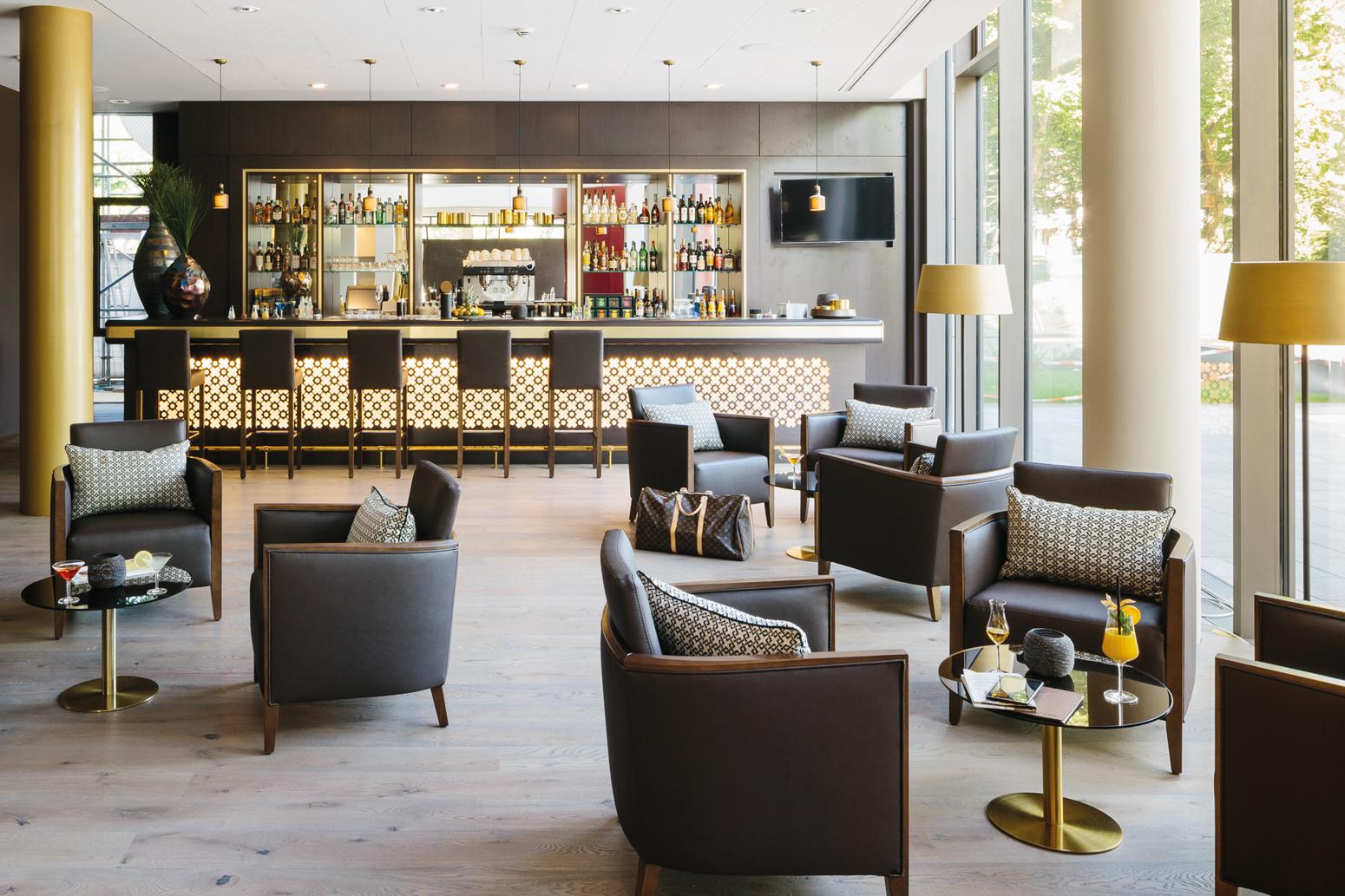 Hotellobby: Orientalisch anmutende Applikation im klassischen Stil.